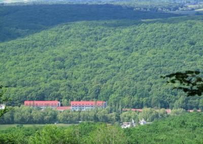 Вид с горы Черная на санаторий Теплица