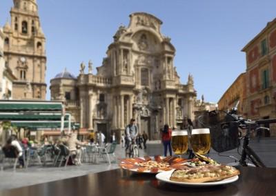 Перекус тапасами. Соборная площадь, Мурсия, Испания