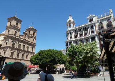 Старинный отель (справа). Мурсия, Испания