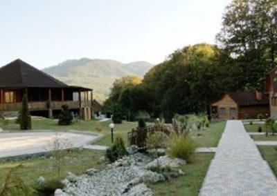 Ресторан слева. Отдых в коттеджах в горах Закарпатья