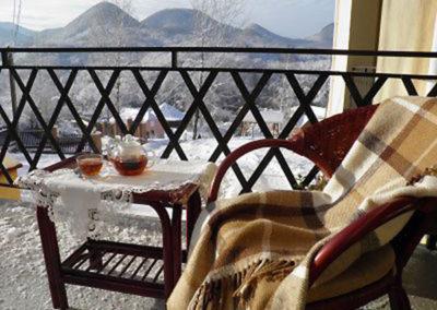 Вид с балкона спальни. Отдых в коттеджах в горах Закарпатья