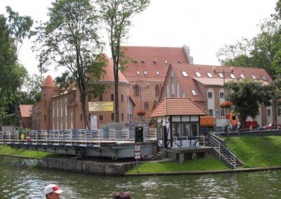 Поворотный мост и замок в Гижицко. Мазуры, Польша.