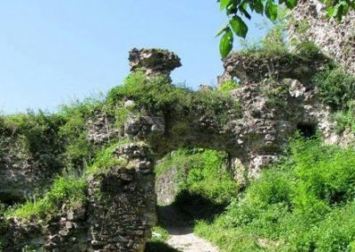 Руины замка Болулив, Иршава, Закарпатье
